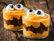 Рецепта Десерт за Хелоуин (Halloween) в чаша с шоколадови (какаови) бисквити и портокалов маскарпоне мус